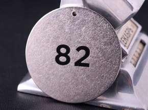 "Гардеробный номерок ""82"" круглый"